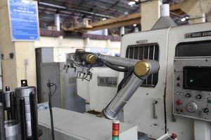 Cobot giúp nhân viên làm việc cùng một cách an toàn