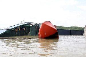 Thủ tướng yêu cầu không để tràn dầu trong vụ chìm tàu 8.000 tấn