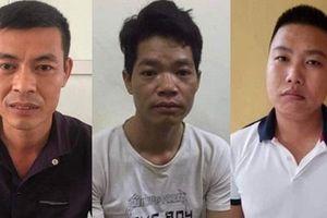 Khởi tố, bắt giam 3 đối tượng trong vụ đổ dầu thải ở Hòa Bình