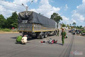 Xe tải rẽ vào đường cấm, nam sinh lớp 11 tông trúng chết tức tưởi