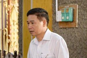 Luật sư nói gì khi nguyên Phó GĐ Sở GD-ĐT bị tạm giam sau khi tố ép cung?