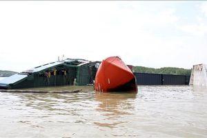 Vụ chìm tàu trên sông Lòng Tàu: Nỗ lực trục vớt tàu xong trước 30/11