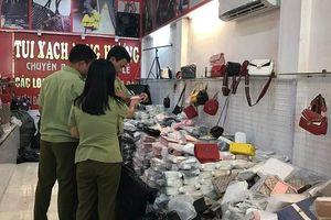 Hà Nội: Thu giữ hàng loạt ví và túi xách làm giả các nhãn hiệu nổi tiếng tại Phú Xuyên