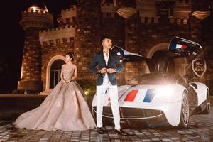 Vợ chồng Minh 'Nhựa' khoe dáng bên Pagani Huayra 80 tỷ đồng