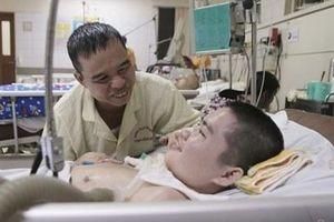 Bé trai 15 tuổi hồi phục thần kỳ sau 2 năm sống thực vật