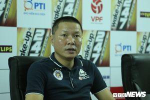 Hà Nội FC nâng cúp vô địch V-League, bác tin HLV Chu Đình Nghiêm về Thanh Hóa