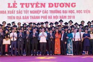 Hà Nội vinh danh 86 thủ khoa xuất sắc tốt nghiệp các trường đại học, học viện