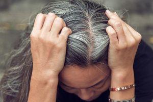 Vì sao con người có tóc bạc?