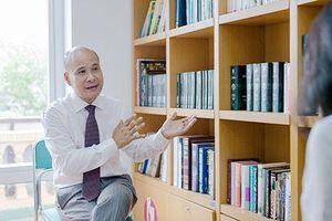 Ông Ngô Tự Lập nhận huân chương Hiệp sĩ văn học nghệ thuật