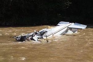 Máy bay Mexico lao xuống sông, nhiều người chết thảm