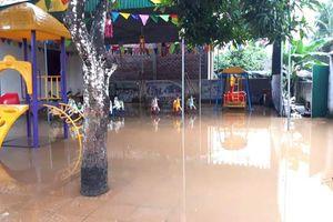 Mưa lớn gây ngập lụt một số huyện miền núi ở Nghệ An