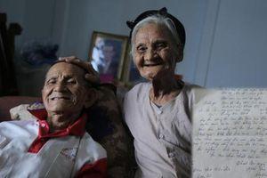 Đôi vợ chồng 90 tuổi ở Hà Tĩnh viết đơn xin thoát nghèo