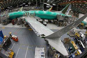 Lợi nhuận ròng quý III của Boeing giảm hơn 50%