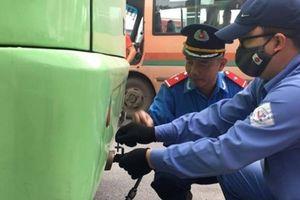 Hà Nội bất ngờ kiểm tra đột xuất khí thải ô tô tại bến Mỹ Đình