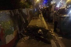 Hà Nội: Con đường gốm sứ ven sông Hồng xuất hiện những mảng vỡ nát, loang lổ, nghi do người dân đốt rác