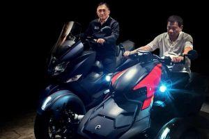 Vừa ngã xe tuần trước, Tổng thống Philippines lại lái xe máy