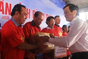 Nguyên Chủ tịch nước Trương Tấn Sang vận động hỗ trợ ngư dân