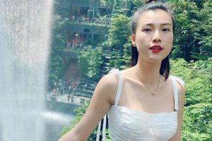 MC Hoàng Oanh đăng ảnh tình cảm bên bạn trai