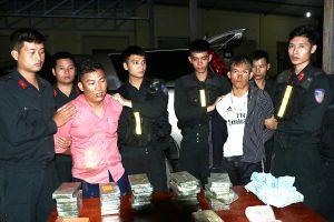 Nhận tiền công 5000 USD vận chuyển 30 bánh heroin, 6000 viên ma túy tổng hợp