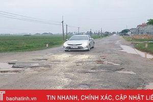 Tỉnh lộ 548 ở Hà Tĩnh chi chít ổ gà, người đi đường vừa sợ tai nạn lại 'xót xe'