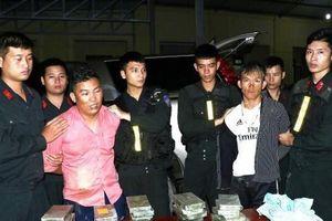 Vây bắt 2 đối tượng vận chuyển 30 bánh heroin, 6.000 viên ma túy tổng hợp tại Hà Tĩnh