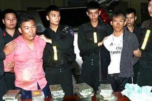 30 bánh heroin, 6000 viên MTTH 'ngồi ghế sau' ô tô về TP Vinh