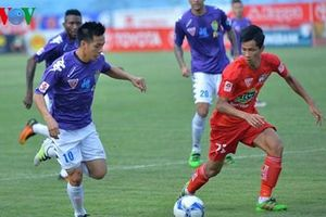 Văn Quyết nhận giải cầu thủ xuất sắc nhất V-League 2019