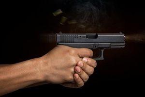 Dùng súng giải quyết mâu thuẫn, 1 người nhập viện