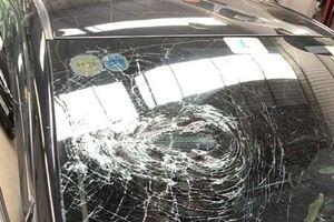 Hà Nội: 'Khoanh' được người dùng gậy đập vỡ kính ô tô