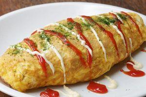 Biến tấu lạ với trứng chiên bọc mì xào