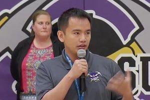 Thầy giáo gốc Việt giành giải thưởng 25.000 USD