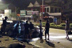 Xe khách giường nằm đâm ôtô con 4 người thương vong