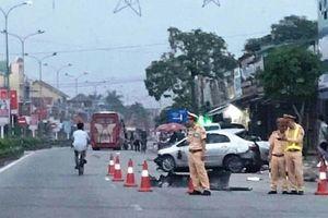 Xe khách đâm văng xe taxi, 3 người tử vong