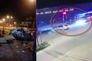 Clip xe khách phóng như bay tông móp ô tô qua đường, 3 người chết tại chỗ