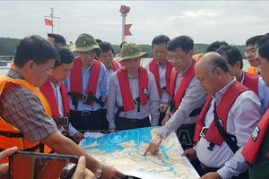 Rà quét, tìm kiếm các container bị chìm trên sông Lòng Tàu