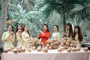 Uống 100 quả dừa khi đi hỏi vợ và loạt thử thách trong ngày cưới