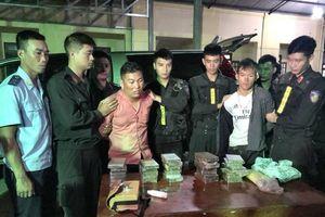 Hà Tĩnh: Bắt 2 đối tượng vận chuyển khối lượng ma túy lớn