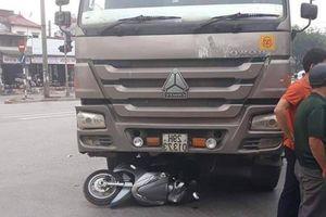 Hà Nội: Người phụ nữ tử vong sau va chạm với xe tải 'hổ vồ'