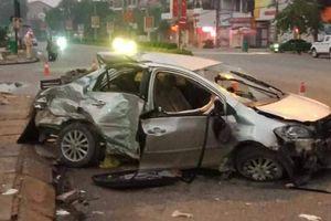 Xe khách đâm ô tô con văng xa hàng chục mét, 3 người thiệt mạng