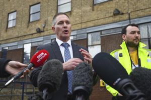 Bắt giữ nghi phạm thứ 5 trong vụ 39 người chết tại Anh