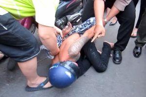 Thiếu niên 15 tuổi cùng anh trai cướp xe máy ở TP.HCM