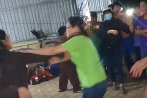 Người phụ nữ mặc công an can ngăn vẫn lao vào đánh sư thầy Tịnh thất Bồng Lai