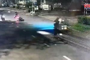 Táo tợn giật túi xách bất thành quay lại cướp xe giữa phố Sài Gòn