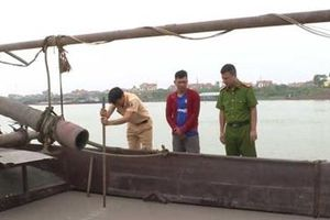 Bắc Ninh: 1 ngày bắt giữ 2 tàu khai thác cát trái phép