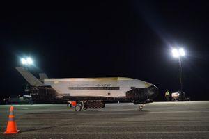 Tàu vũ trụ bí mật của Mỹ hạ cánh sau sứ mệnh dài 780 ngày