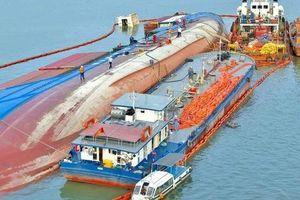 Vẫn chưa có phương án trục vớt tàu trọng tải hơn 8.000 tấn chìm trên sông Lòng Tàu