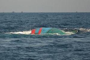 Bình Định: Thuyền thúng bị chìm, tìm kiếm 2 ngư dân mất tích