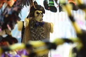 Đồ chơi ma quỷ kinh dị tràn ngập Hà Nội trước ngày Halloween