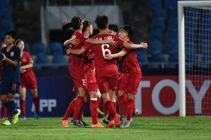 Hạ chủ nhà Thái Lan 2-0, Việt Nam khởi đầu thuận lợi