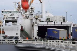 Phát hiện thêm 8 người nhập cư trong xe tải đông lạnh từ Pháp sang Anh